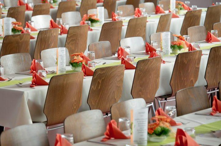 W jaki sposób udekorować stół na wesele?