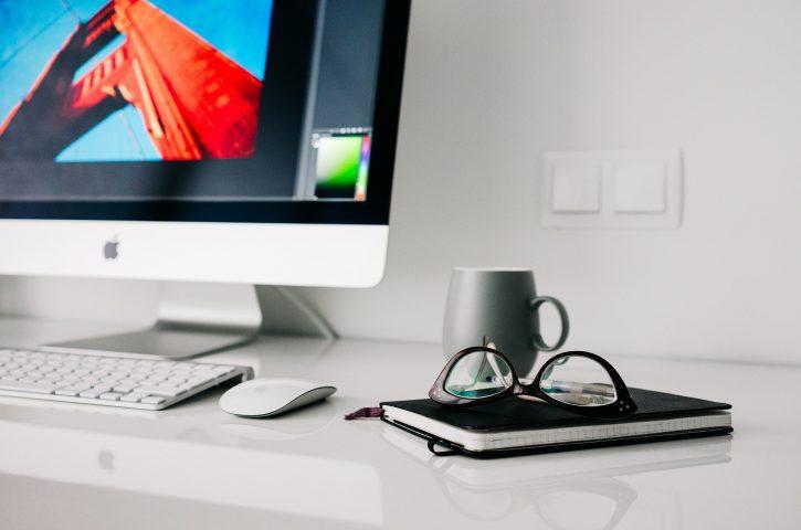 Poznaj powody, dlaczego warto prowadzić biuro w domu?